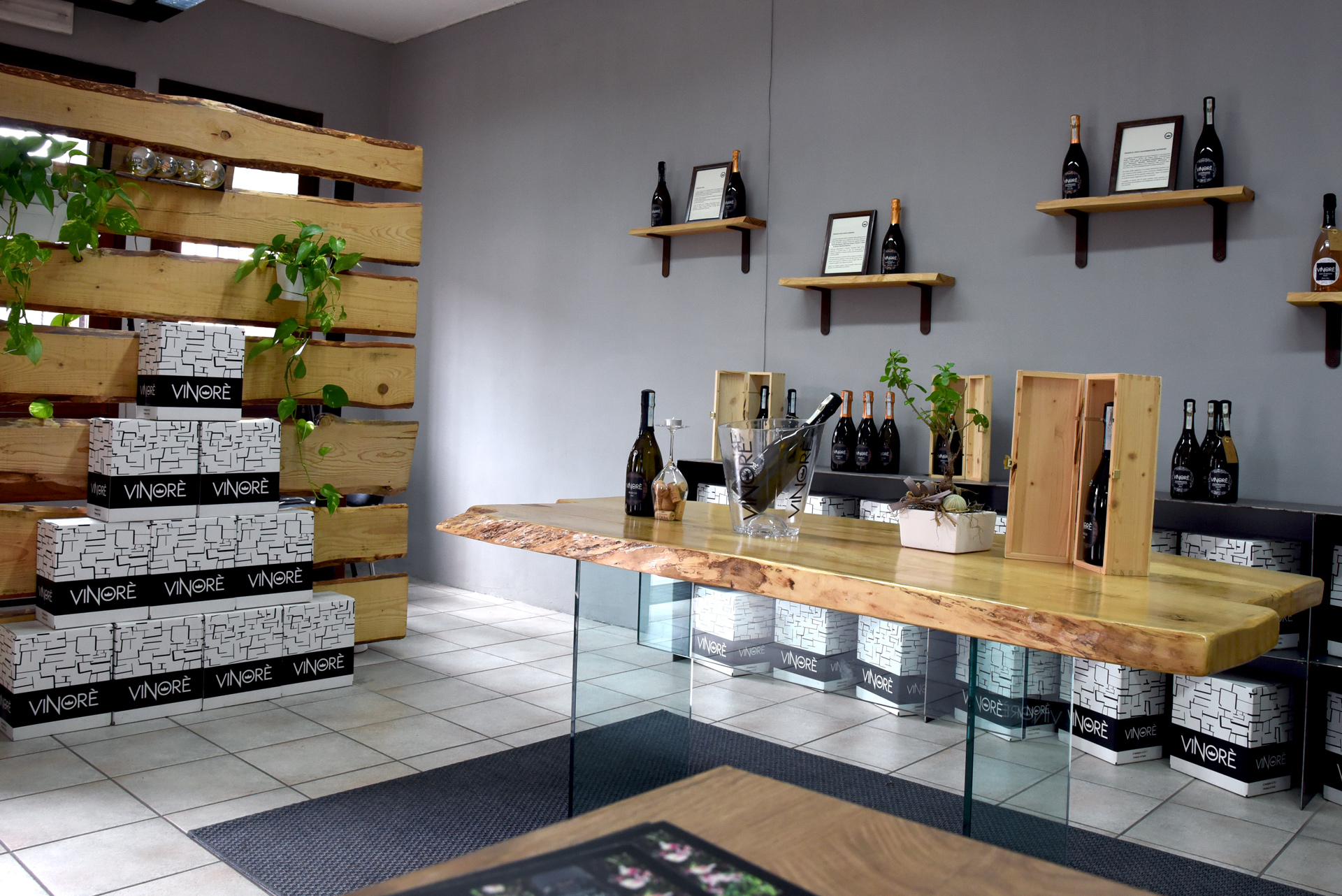 Wineshop Vinorè - wood